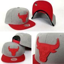 Mitchell & Ness NBA Grey / Red Metal Badge Logo Chicago Bulls snapback Hat
