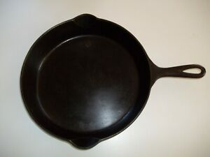 Griswold ERIE 715 A Cast Iron # 10 skillet * Bullseye * makers Mark, HEAT RING
