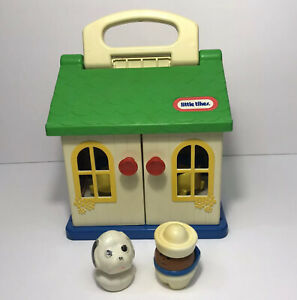 Vintage 1988 Little Tikes Toddle Tots Carry Along Family House #680 w/ 2 Figures