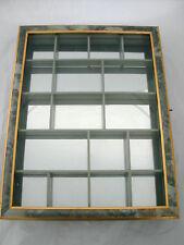 * VITRINE MURALE A FEUILLES VERTES AVEC GLACE AU FOND 41.5 cm X 31.5 cm