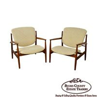 Finn Juhl FD-136 Mid Century Danish Modern Pair of Teak Lounge Chairs (A)