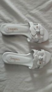 Chaussures sandales Tongs Chanel