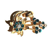 VINTAGE JEWELRY - 1950s Emerald Green & White Rhinestone Gold Floral Brooch Pin
