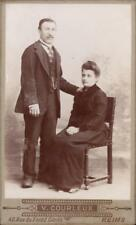 CDV couple homme debout femme assise V. Courleux Reims vers 1890