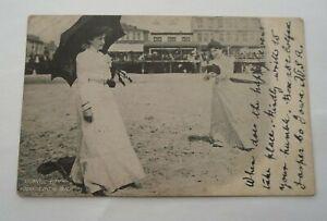 EARLY 1900s VINTAGE POST CARD - ATLANTIC CITY - KODAKING ON THE BEACH ( lot 75 )