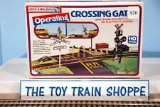 LIFE-LIKE TRAINS 8209 OPERATING CROSSING GATE. HO SCALE. NEW IN SEALED BOX.