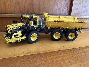 LEGO Technic 8264 Hauler Dump Truck. 2009 retired set. Preowned.