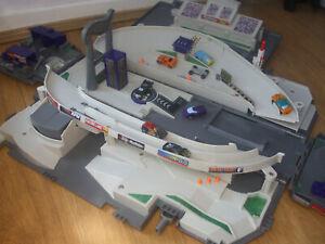 MICRO MACHINES RACEWAY GRAND PRIX RACING LARGE TRUCK TRACK PLAYSET +8RARE CARS
