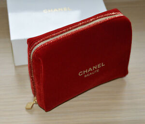Chanel red velvet makeup bag a compliment from Chanel beaute Holiday 2019 LE NIB