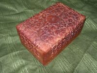 MAHOGANY TRINKET BOX ~ 4 Sections ~ Hand Carved  Scrolling Flowers and Leaves