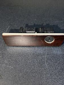 05-10 JEEP GRAND CHEROKEE 06-10 COMMANDER GLOVE BOX LATCH - Woodgrain - OEM