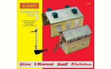 Hornby R8231 TrakMat Accessories Building Pack 5 Goods Shed/Signal Box OO Gauge