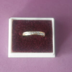 BEAUTIFUL 9CT SOLID YELLOW GOLD RING WITH 7 NATURAL DIAMONDS RING SIZE N12