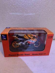 NewRay 1:18 Die Cast Repsol Motorcycle Team Honda RC211V Nicky Hayden