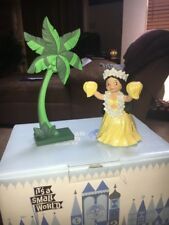 Disney WDCC It's a Small World Tahiti Maeva (Welcome) Girl Coconut Tree Figure