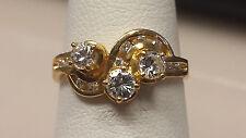 18k Yellow Gold Ladies DIAMOND CLUSTER RING size 6