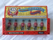 BRITAINS 7225 SCOTS GUARDS WITH BEARSKIN HATS  - NEW