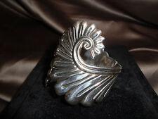 Vtg Esperanza Sterling Silver Swirling Fern Repousse Hinge Clamper Cuff Bracelet