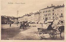 8454) GORIZIA PIAZZA GRANDE CARETTO A CESTO DI VIMINI CON CAVALLO.