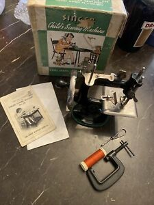 VERY RARE Vintage Child's Singer Sewhandy No. 20 Miniature Toy Sewing Machine