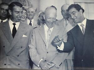 NEW YORK YANKEES JOE DIMAGGIO PRESIDENT EISENHOWER LOOK AT ROCKY MARCIANO FIST
