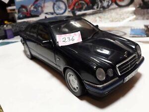 Modelauto Mercedes E Klasse von Chrono