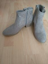 Woman Cowboy nude Boots Size 6 brand new no box, features stars on ankle