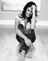 ACTRESS TERI HATCHER - 8X10 PUBLICITY PHOTO (AZ254)