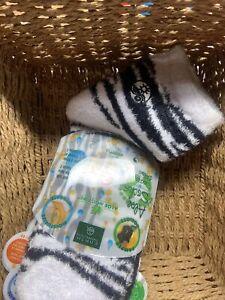 Earth Therapeutics 2-pk. Solid Aloe Socks Blk Gray/ Lavender Flower/ Blut Dot