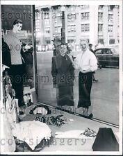 1952 Chicago Women Check Out Spring Fashions Michigan Avenue Press Photo