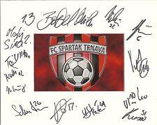 10 x 8 pollici Mount personalmente firmato il 31.07.14 da 14 FC Spartak Trnava SQUAD