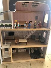 Puppenhaus Holz, gebraucht mit Püppchen