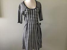 Sandra Darren Dress Women's New M Medium Black White Sheath Knit Geometric