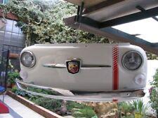Frontale Fiat 500 Abarth vintage, lampada a muro, insegna interior design