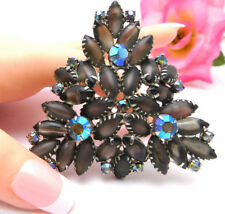 """Huge Juliana Triangle Brooch Green Frosted Stones Dog Tooth Setting 2-3/4"""""""
