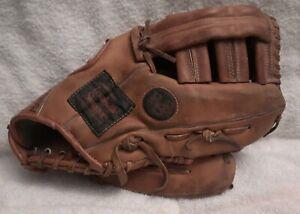 "Classic Louisville Slugger LSG16 Leather Glove RHT ""The Softballer"" H & B"