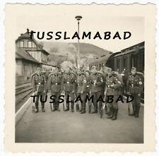 RAD Soldaten auf dem Bahnhof Zug Waggon kleiner Bahnhof Foto