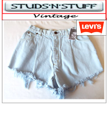 """LEVIS  VINTAGE WOMENS HIGH WAISTED SHORTS SIZE 27"""" APROX SIZE  6 / 8   (A33 )"""