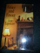Grace and Favour,Jane Lapotaire- 9780333481035