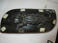 Caja Antigua, África 28 X 12 cm; Cocodrilo Tallada; Ébano ?