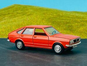 SCHUCO MODELL 301614 VW Volkswagen Passat TS 1,5L Limousine Rot 1:43 1970er