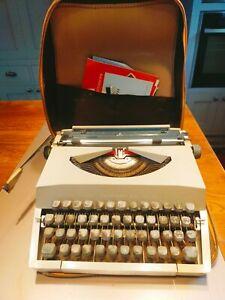 Vintage Imperial Messenger 1960's typewriter - space bar not working
