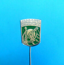 LIBYA REVOLUTION - Muammar al Gaddafi  * nice old very rare pin badge  RR