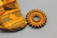 NOS YAMAHA DT250 DT400 KICK IDLE GEAR 22T PART# 1M1-15651-00-00