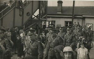 Soldier Group Royal Artillery Territorial leave or return from Minehead Station
