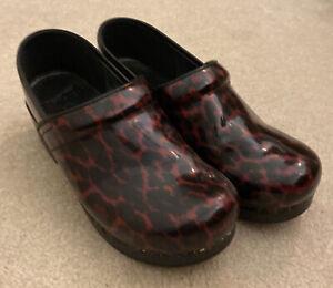 Dansko 41 Red & Black Patent Leather Clogs Women's 10.5-11