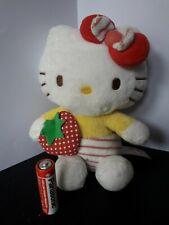 109/ hello kitty peluche avec fraise