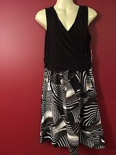 DRESSBARN Women's Sleeveless Printed Stretch Dress - Size 4 - NWT