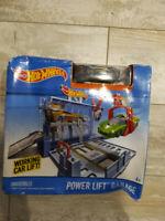 Hot Wheels Power Lift Garage