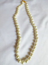 """18"""" 8-9mm WHITE PEARL FAUX STRAND GOLD TONE CLASP NECKLACE"""